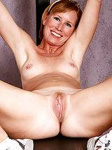shaved pussy, Beautiful mature Cheyanne works on excersising her pussy right here